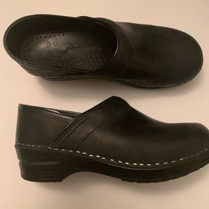 Dansko matte black leather nursing clogs